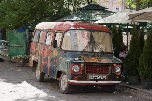 Хиппи-бус в центре Львова