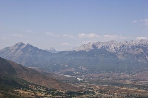 Bajram Curri на фоне Албанских Альп