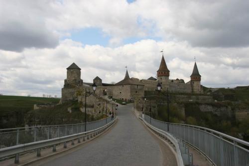Міст до замку