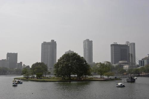 Остров посреди озера Бейра