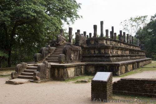Древний зал заседаний короля Паракрамабаху I
