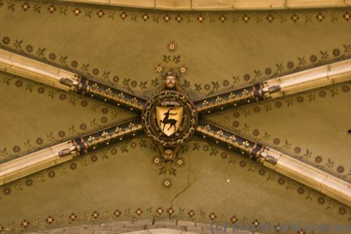 Оформление потолка в замке