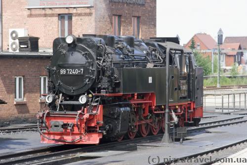 Старинный поезд, который ездит в горах Харц (Harzer Schmalspurbahn)