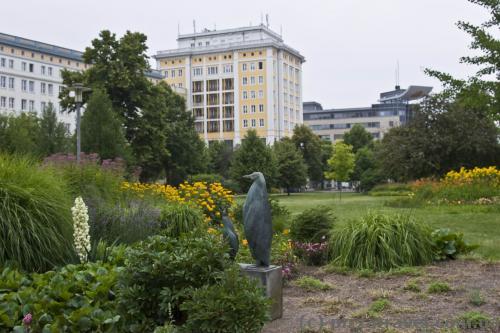 Интересно, какое отношение пингвины имеют к Магдебургу? :)