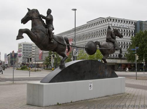 Памятник знаменитому опыту