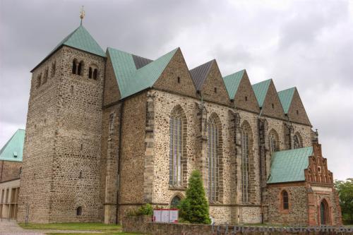 Приходская церковь Святого Петра (1150), восстановлена в 1970 году