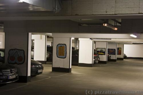 У каждого места для автомобиля в гараже есть своя картинка.