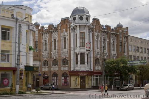 Найдите змею на этом здании, когда будете в Кировограде