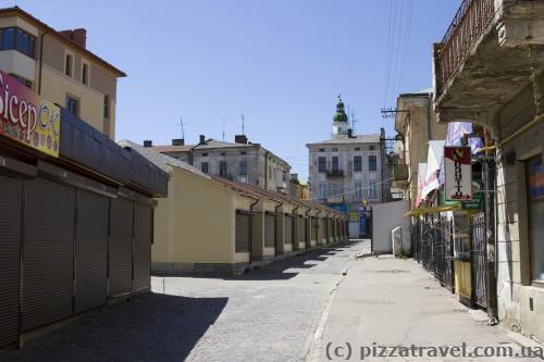 В историческом центре города установили киоски...