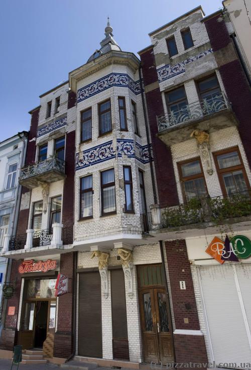 Необычный дом на улице Ивана Мазепы