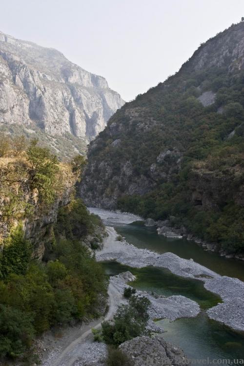 Начало каньона Морача