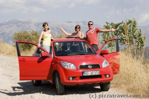 Вот такую машинку мы арендовали в Черногории.