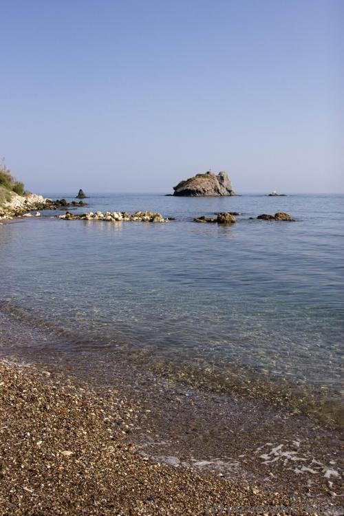 Пляж возле