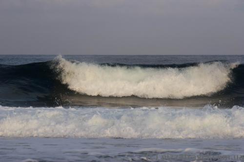В Пафосе бывают большие волны.