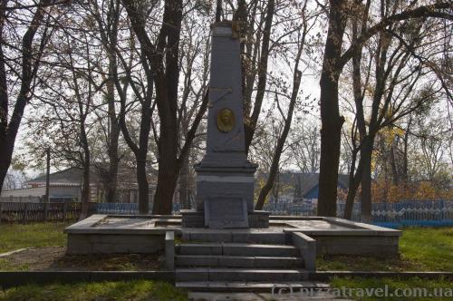 Памятник Марине Грызун