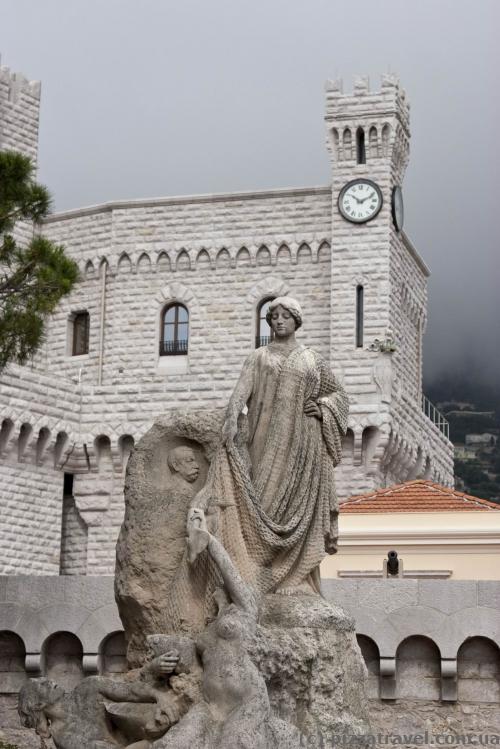 Скульптура в старом городе