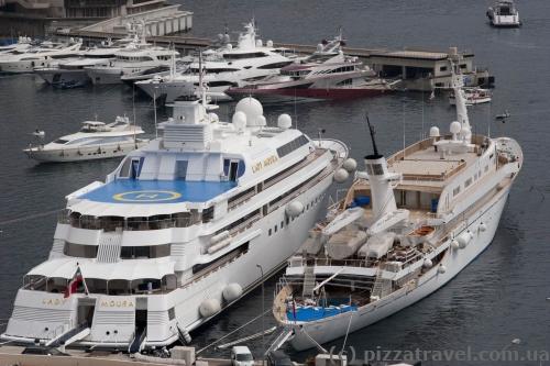 Самая большая яхта в гавани на момент нашего посещения