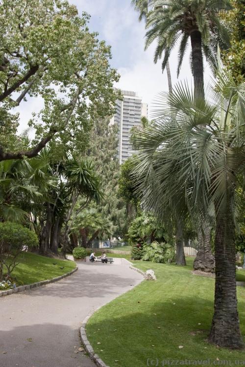 Парк около казино в Монте-Карло