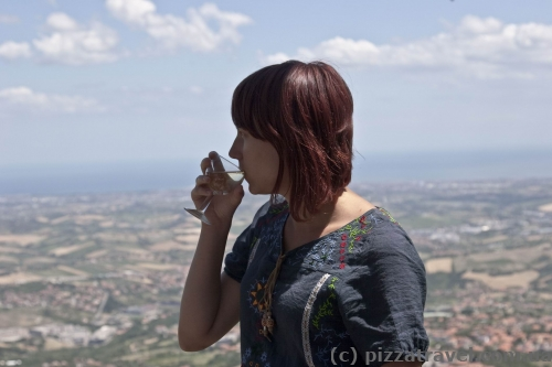 Бокал вина в Сан-Марино