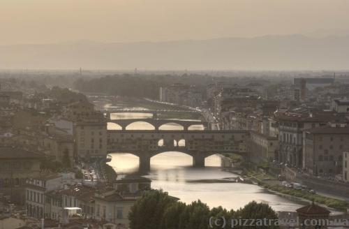 Вид на мост Понте Веккьо с площади Микеланджело