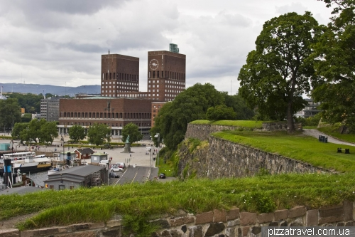 Укрепления крепости Акерсхус и ратуша Осло
