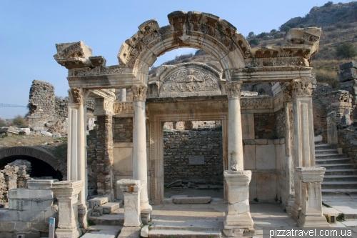 Храм Адриана в Эфесе