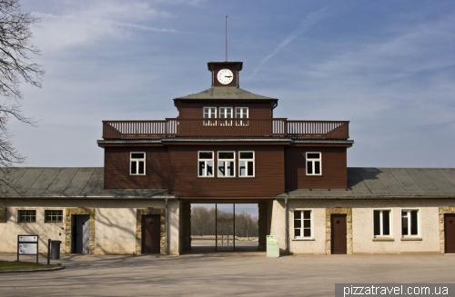 Знаменитые ворота в Концентрационном лагере Бухенвальд