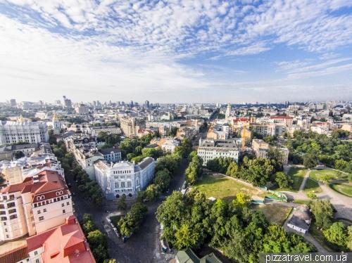 Desyatinna and Volodymyrska streets