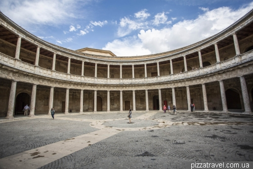 Дворец Карлоса V в Альгамбре