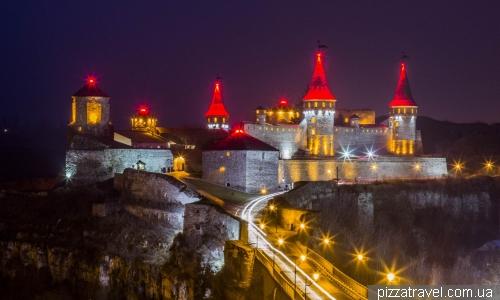 Нічне підсвічування замка в Кам'янці-Подільському