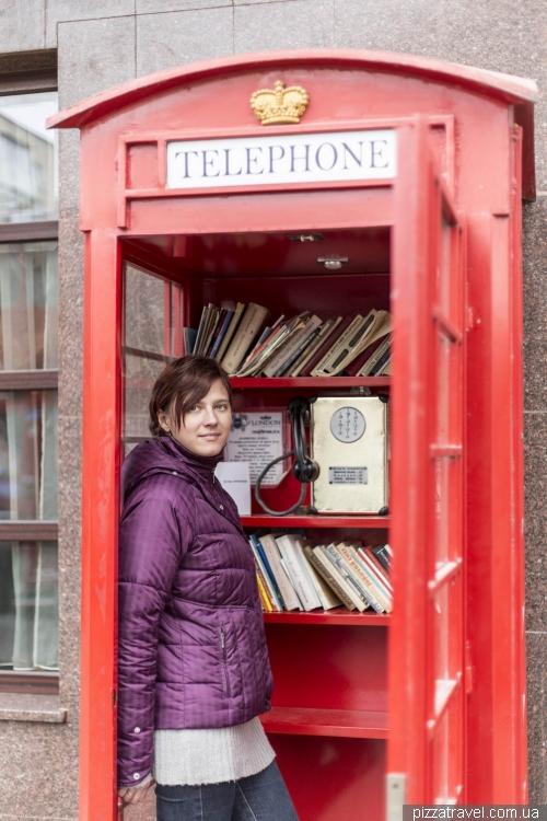 Англійська телефонна будка в Кам'янці-Подільському
