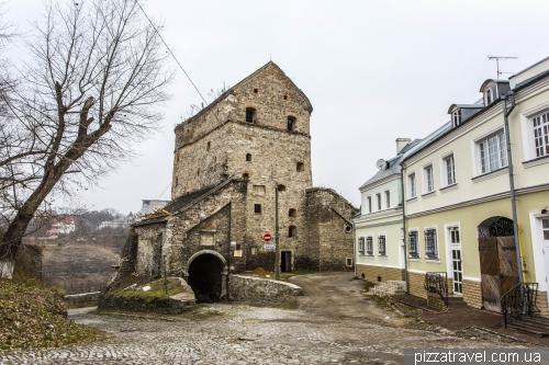Кушнірська вежа та вітряна брама (1585)