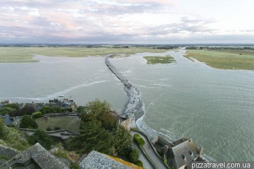 Высокий прилив в Мон Сен Мишель