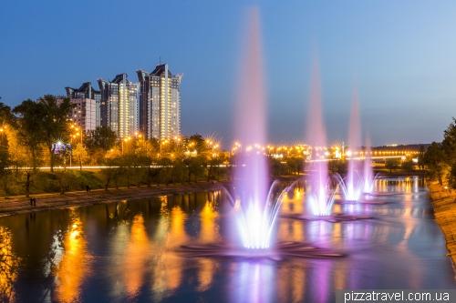 Светомузыкальные фонтаны на Русановском канале