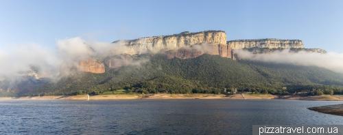 Скалы Тавертет и затонувшая деревня Сан-Рома-де-Сау
