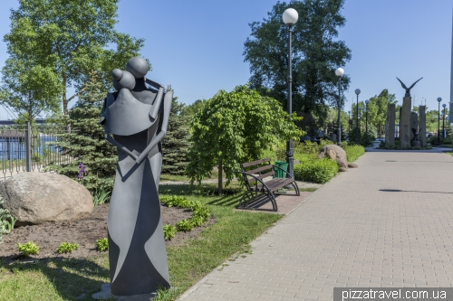 Парк камней на Оболонской набережной