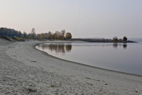 Каневские пляжи в районе Тарасовой горы