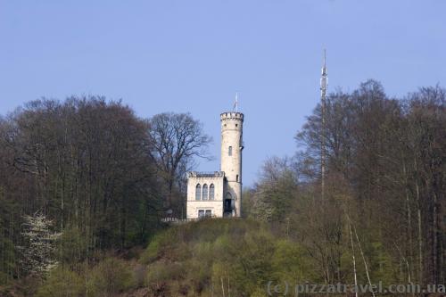 Смотровая башня Tillyschanze. Построена с 1881 по 1885 гг. жителями города, чтобы помнить об осаде города графом Тилли в 1626 году.