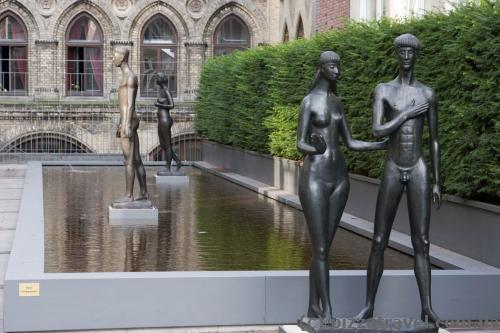 Скульптуры в старом городе
