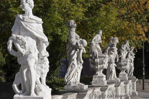 Скульптуры возле дворца в Вольфенбюттеле