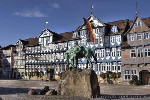 Рыночная площадь с конной статуей герцога Августа