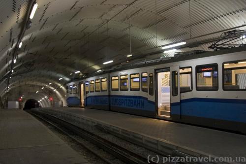 Зубчатый поезд на гору Цугшпитце