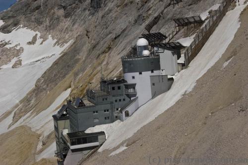 Бывший отель в Альпах, в настоящее время используется как экологическая научно-исследовательская станция.