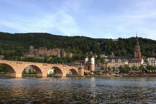 Вид на старый мост и замок в Хайдельберге