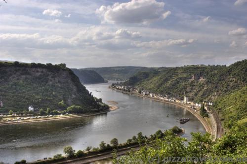 Вид на долину Рейна со скалы Лорелей