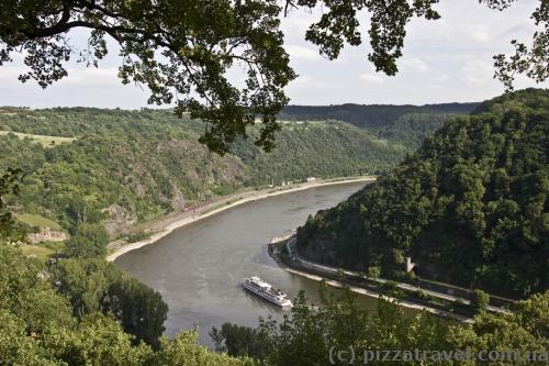 Долина Рейна со скалы Лорелей