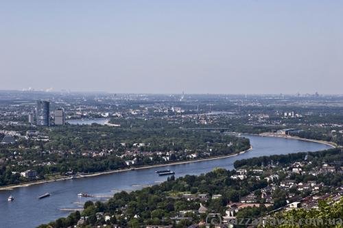 Вид на Рейн и Бонн от замка Драхенбург