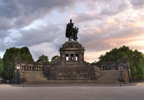 Статуя кайзера Вильгельма I