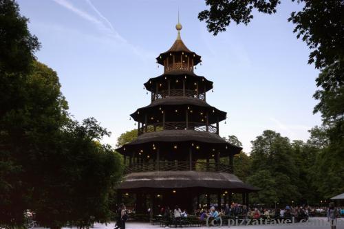 Китайская башня в Английском парке в Мюнхене
