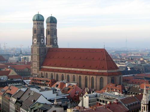 Вид на Фрауэнкирхе с церкви Святого Петра
